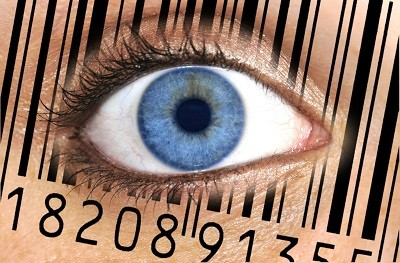 Detailaufnahme Auge mit Barcode EAN, European Article Number