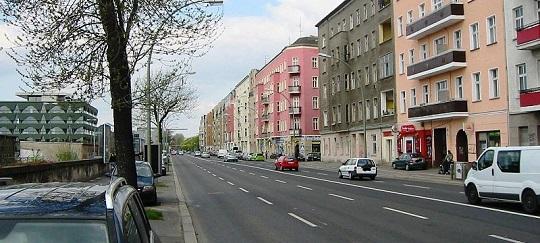 800px-Berlin-Friedrichshain_Stralauer_Allee-800x360