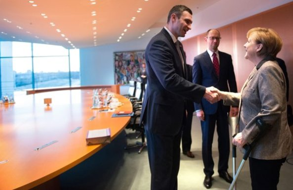 Ukrainian opposition leaders Klitschko and Yatsenyuk meet with Ge