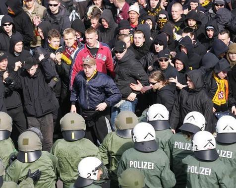 Hooligans-kaempfen-auf-Weferlingser-Wiese_ArtikelQuer