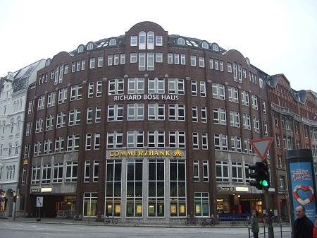 1024px-Hamburg,_Gänsemarkt,_Richard-Böse-Haus