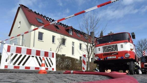 feuer-im-fluechtlingsheim-troeglitz-nach-npd-protesten-image--1-image_620x349